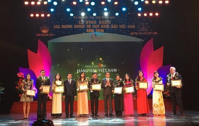 Vingroup dat 4 danh hieu du lich hang dau Viet Nam 2016 hinh anh 1