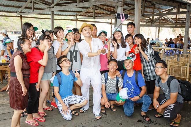 Pham Hong Phuoc tiet lo MV moi qua loat anh phuot hinh anh 8