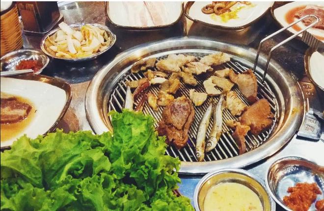 Thuong thuc buffet nuong ngoai troi tai Pho Ngon 37 hinh anh 2