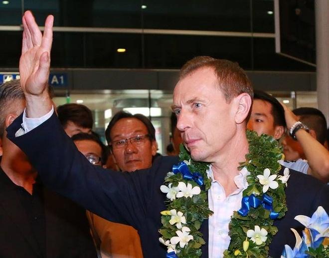 Huyen thoai Emilio cua Real Madrid den Viet Nam hinh anh