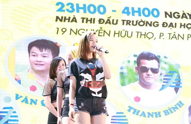 Van Quyen bat ngo khi duoc hot girl Quynh Nhi ham mo hinh anh 1