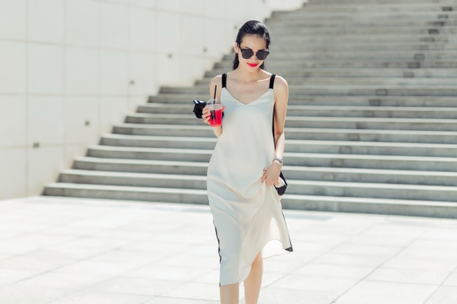 Fashionista Thanh Truc dien vay lua xuong pho hinh anh 10