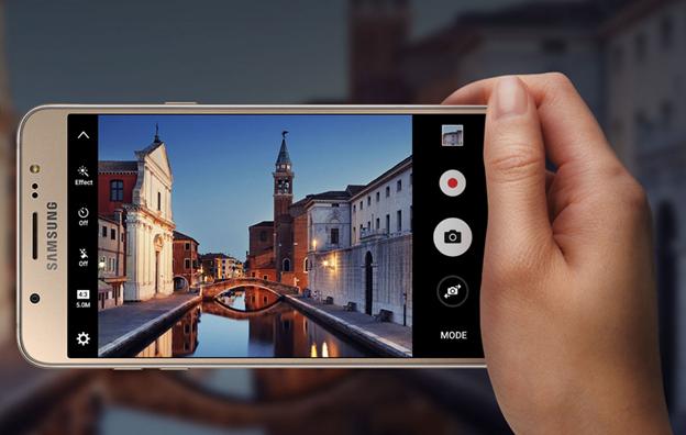 Samsung Galaxy J5 vang hong: Smartphone ca tinh cho phai dep hinh anh