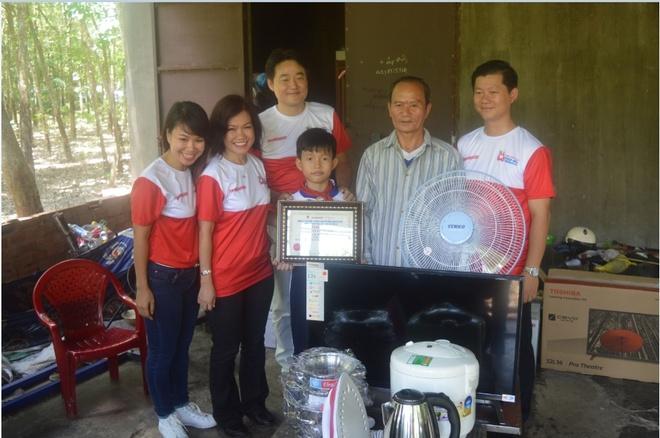 'Hanh trinh tri an - Tiep suc tuong lai' cua Nguyen Kim hinh anh 2