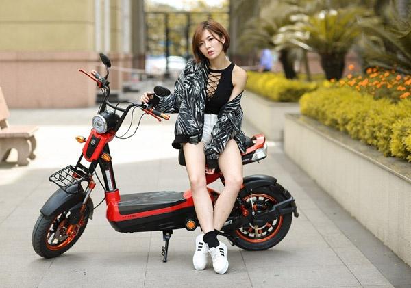 Hot girl Tu Linh quyen ru va ca tinh trong bo anh moi hinh anh 2