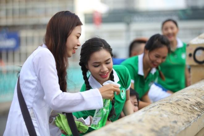 Van Mai Huong an mac gian di tham gia bao ve moi truong hinh anh 2