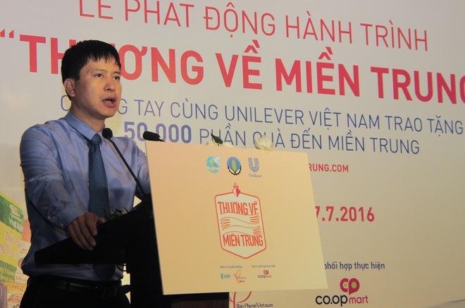 'Thuong ve mien Trung' keu goi 50.000 phan qua cho nguoi dan hinh anh