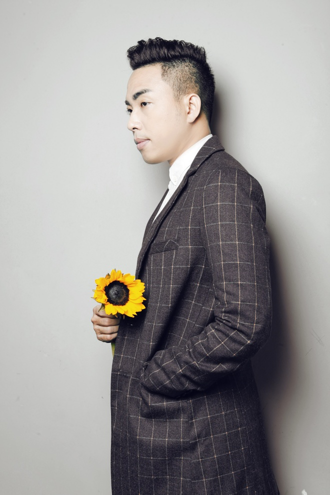 Nguyen Hong Thuan ra mat ca khuc lay cam hung tu tuoi tre hinh anh 1