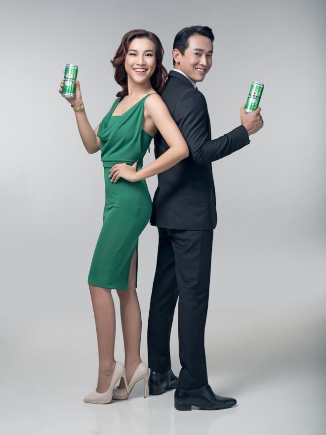 Hua Vi Van thich thu voi dien mao lon cao moi cua Heineken hinh anh 3
