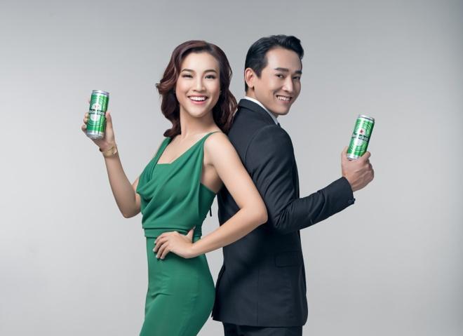 Hua Vi Van thich thu voi dien mao lon cao moi cua Heineken hinh anh