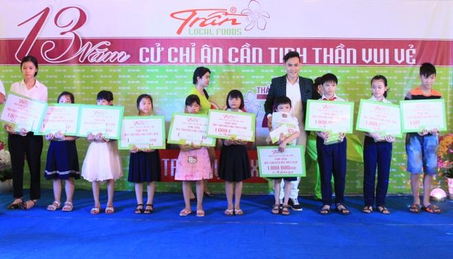 Nguyen Vu dong hanh cung am thuc Tran thap sang tri thuc hinh anh 4