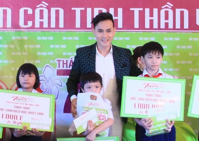 Nguyen Vu dong hanh cung am thuc Tran thap sang tri thuc hinh anh