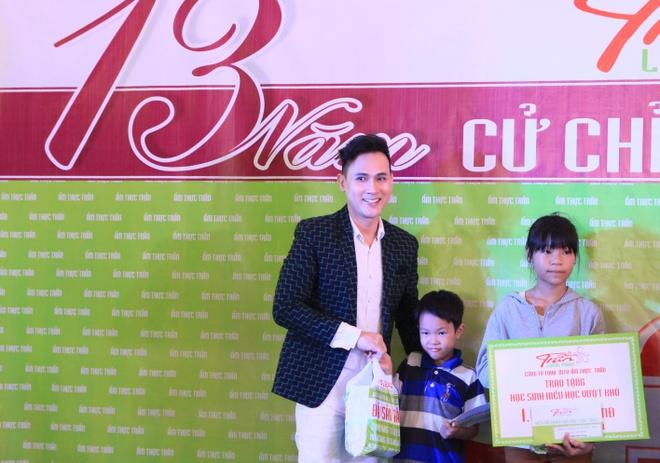 Nguyen Vu dong hanh cung am thuc Tran thap sang tri thuc hinh anh 5