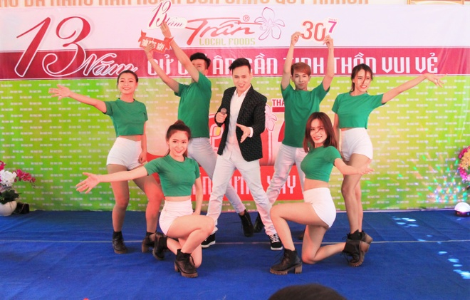 Nguyen Vu dong hanh cung am thuc Tran thap sang tri thuc hinh anh 7