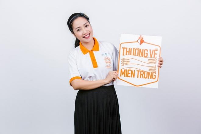 Pham Huong, Lan Khue cung dan sao chup anh ung ho mien Trung hinh anh 10