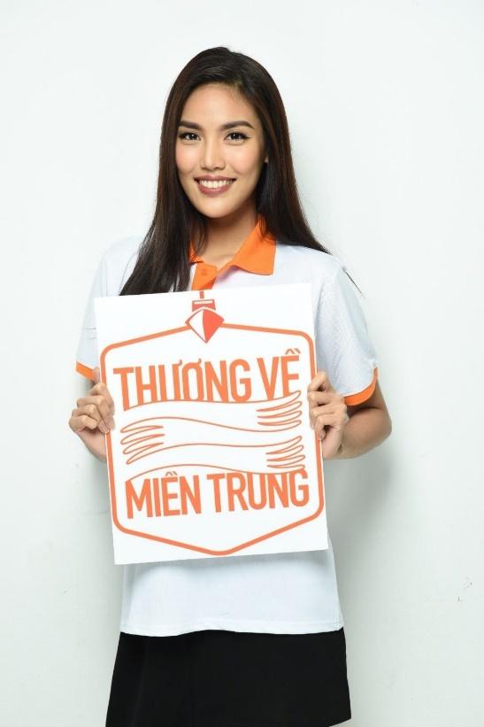 Pham Huong, Lan Khue cung dan sao chup anh ung ho mien Trung hinh anh 2