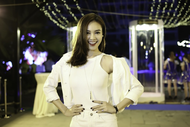 Hoang Thuy Linh va Trang Khieu do ve goi cam o pool party hinh anh 6