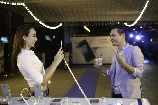 Hoang Thuy Linh va Trang Khieu do ve goi cam o pool party hinh anh 8