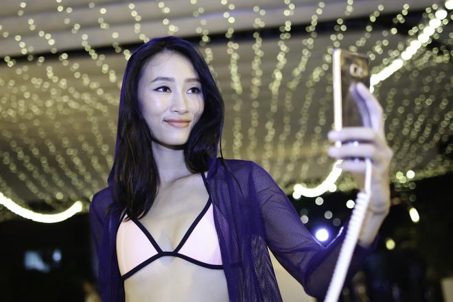 Hoang Thuy Linh va Trang Khieu do ve goi cam o pool party hinh anh 4