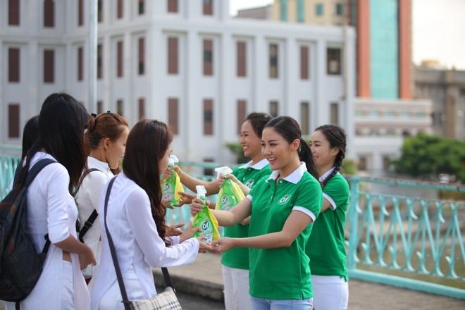 Van Mai Huong, Phuc Bo ra MV keu goi lam sach duong pho hinh anh 1
