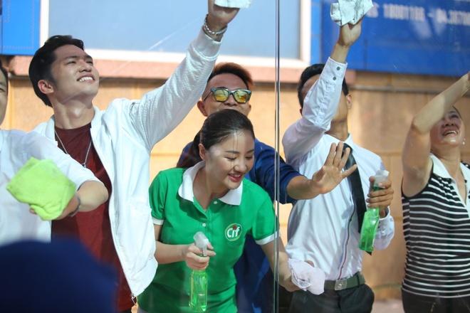 Van Mai Huong, Phuc Bo ra MV keu goi lam sach duong pho hinh anh 2