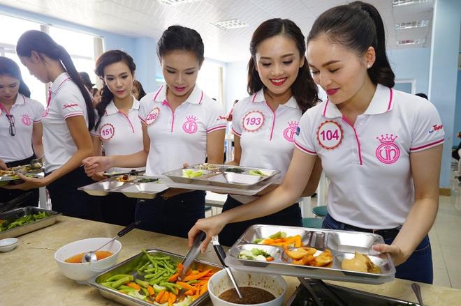 Bua trua gian di cua thi sinh Hoa hau Viet Nam 2016 hinh anh 2