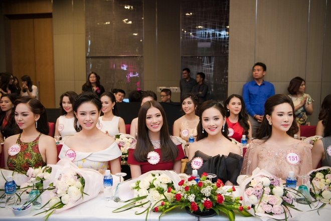 Fan cho doi Bi Rain xuat hien trong dem chung ket HHVN hinh anh 2