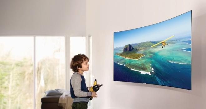 Vi sao nen mua TV man hinh cong? hinh anh 1