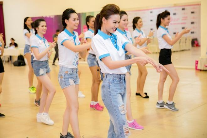 Ninh Duong Lan Ngoc huong dan vu dao cho thi sinh HHVN hinh anh 2
