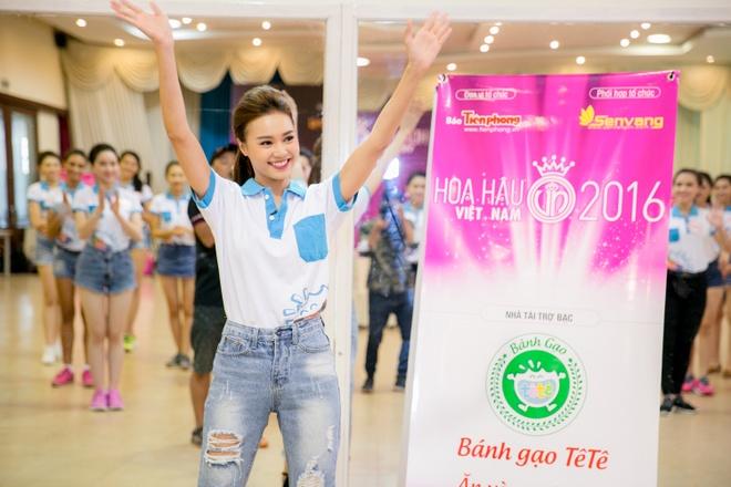 Ninh Duong Lan Ngoc huong dan vu dao cho thi sinh HHVN hinh anh 3