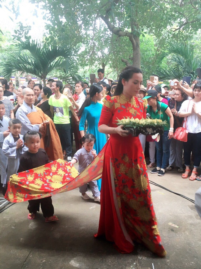 Phi Nhung tham gia le Vu Lan tai tinh Binh Phuoc hinh anh 6