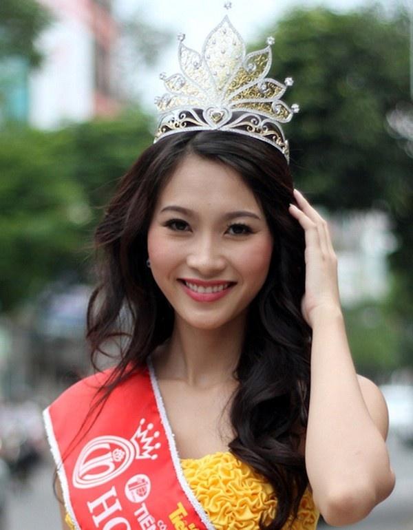 Nhan sac Hoa hau Mai Phuong Thuy, Thu Thao khi dang quang hinh anh 4