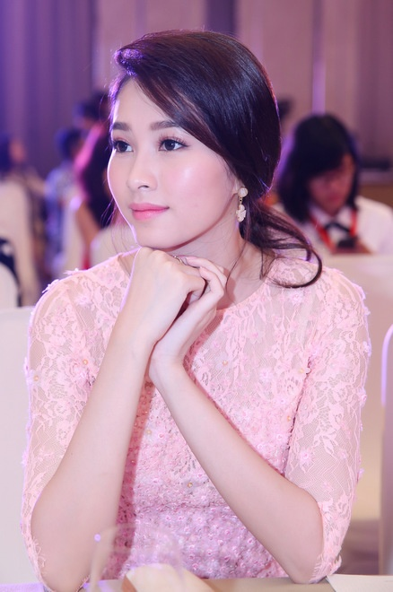 Nhan sac Hoa hau Mai Phuong Thuy, Thu Thao khi dang quang hinh anh 5