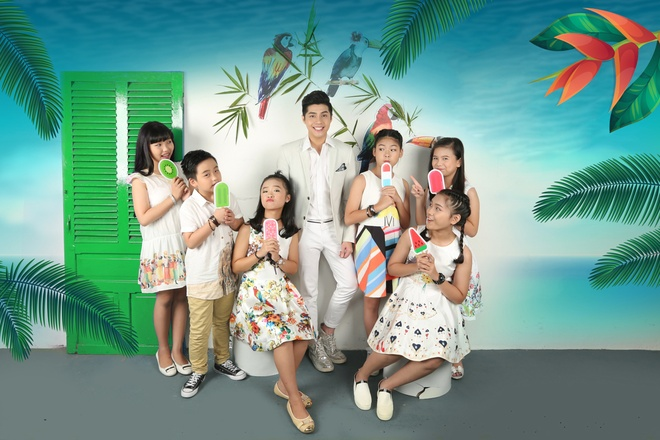 Noo Phuoc Thinh cung hoc tro The Voice Kids don trung thu hinh anh 1