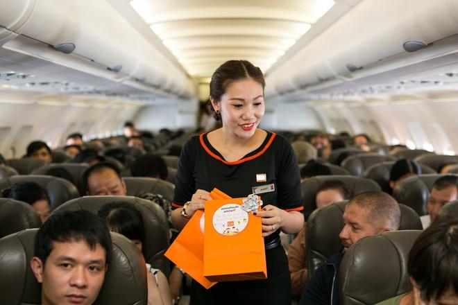 Ninh Duong Lan Ngoc hoa than chi Hang, tang qua tren may bay hinh anh 6