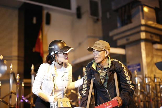 Ngoc Trinh, Phuong Le tang qua trung thu cho nguoi vo gia cu hinh anh 8