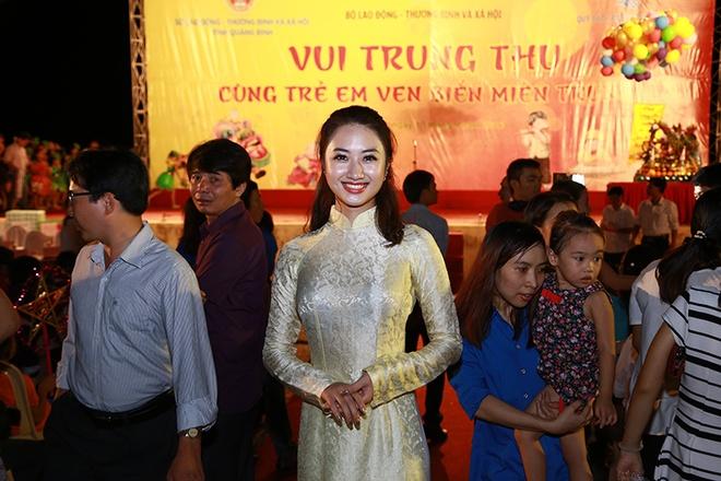 HH Ban sac Viet Thu Ngan vui Trung thu voi tre em Quang Binh hinh anh 2