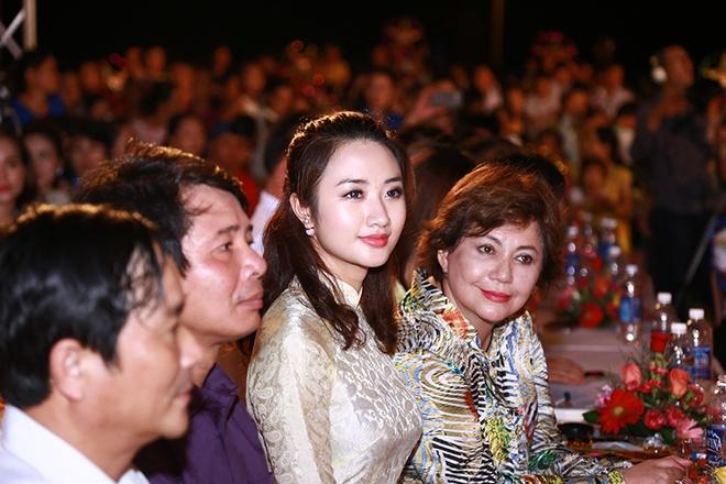 HH Ban sac Viet Thu Ngan vui Trung thu voi tre em Quang Binh hinh anh 3