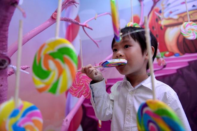 Vo chong Ly Hai - Minh Ha dua con tham nha banh keo khong lo hinh anh 4