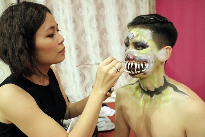Ung dung body painting vao nhac kich hinh anh 2
