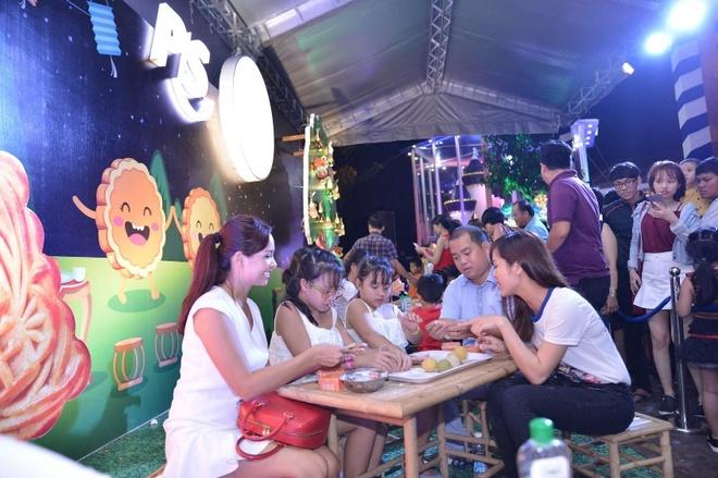 Thuy Hanh day con gai lam banh trung thu tai nha banh keo hinh anh 3