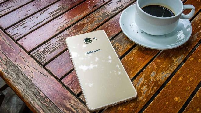 4 smartphone Samsung noi bat trong tung phan khuc hinh anh 3