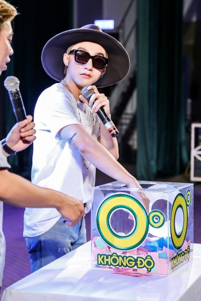 Son Tung chieu long khan gia trong buoi hop fan tai Hue hinh anh 5