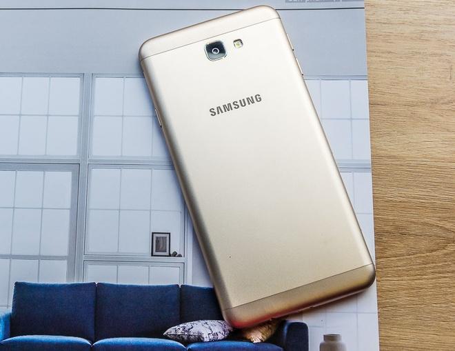 Samsung J7 Prime vua mo ban da thu hut nhieu khach hang hinh anh