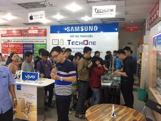 iPhone 7 ha gia con 17 trieu dong hut khach hinh anh 2
