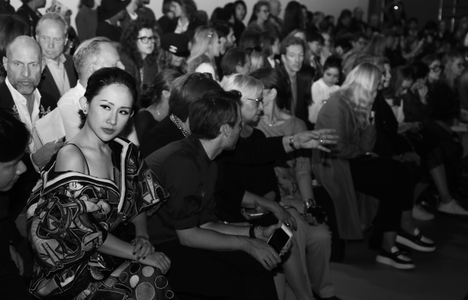 Tram Nguyen hoi ngo hai chan dai Viet o Paris Fashion Week hinh anh 10