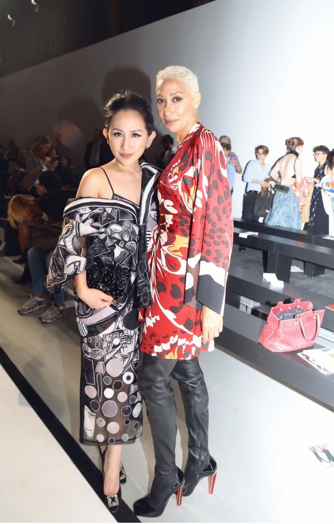 Tram Nguyen hoi ngo hai chan dai Viet o Paris Fashion Week hinh anh 6