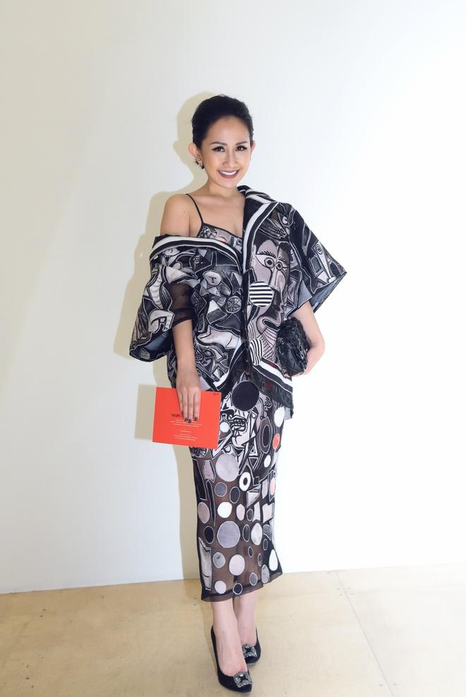 Tram Nguyen hoi ngo hai chan dai Viet o Paris Fashion Week hinh anh 2