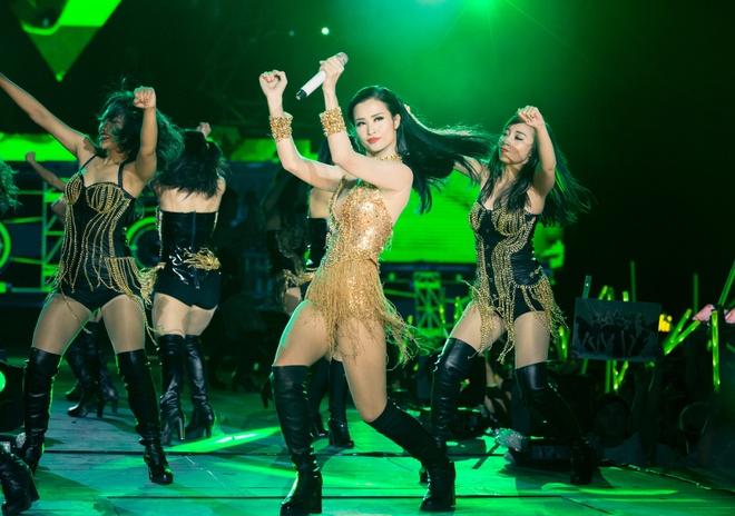 Nhung bo canh long lay cua Dong Nhi trong 'It's showtime' hinh anh 2