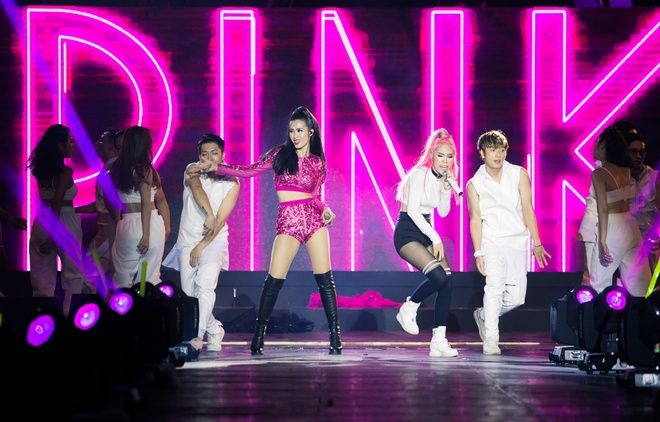 Nhung bo canh long lay cua Dong Nhi trong 'It's showtime' hinh anh 4